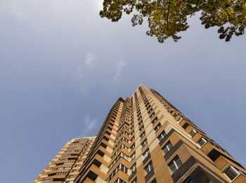 Высота 25 этажей